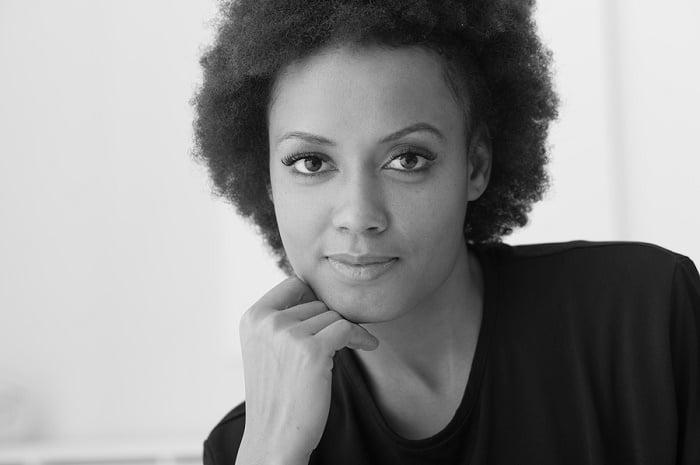 Bedensel olmayan siyah kadın